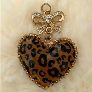 Vintage animal prints heart bow stone pendant